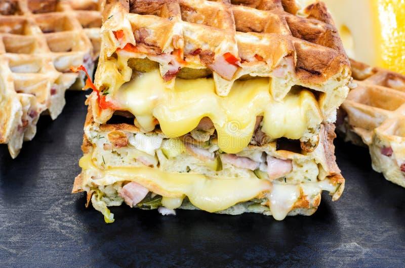 Traditionella belgiska dillandear med ost och grönsaker kopiera avst?nd arkivfoton