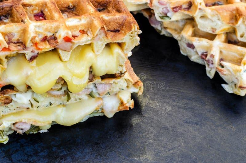 Traditionella belgiska dillandear med ost och grönsaker kopiera avst?nd royaltyfri fotografi