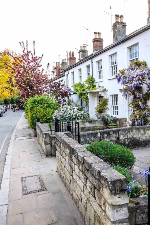 Traditionella brittiska hus i Richmond, nära London, UK royaltyfri fotografi