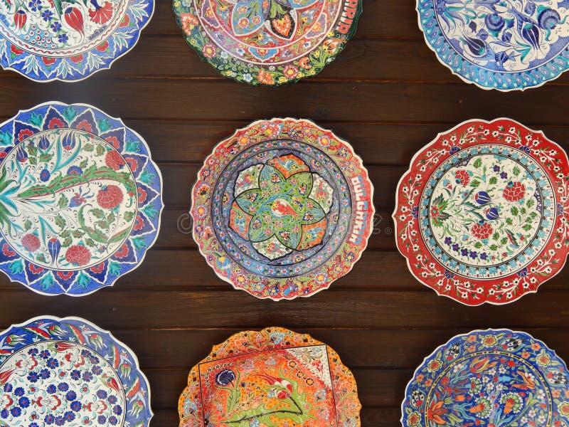 Traditionella bulgarian plattor i Nessebar, Bulgarien arkivbild