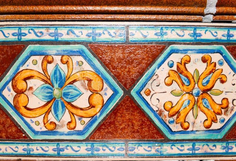 Traditionella dekorativa spanska dekorativa tegelplattor, original- cerami royaltyfria foton