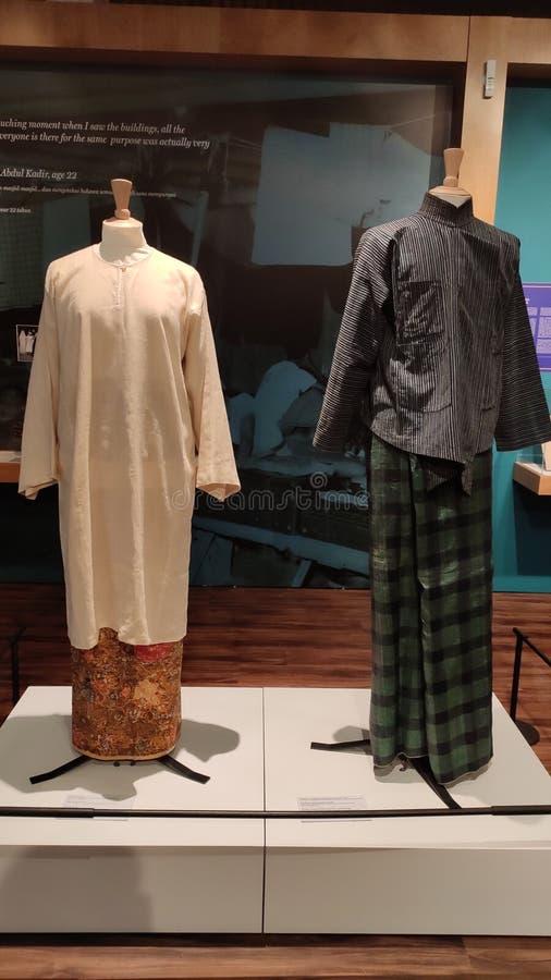 Traditionella dräkter för malajiska gemenskap för män och kvinnor, malajiska arvmitt i Singapore fotografering för bildbyråer