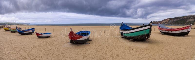 Traditionella fiskebåtar, Nazare, Portugal arkivfoto