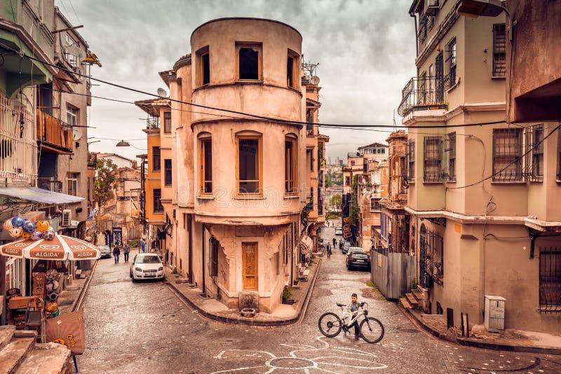 Traditionella gata och hus på balatområde royaltyfria foton
