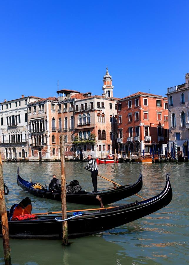Traditionella gondoler på Venedig fotografering för bildbyråer