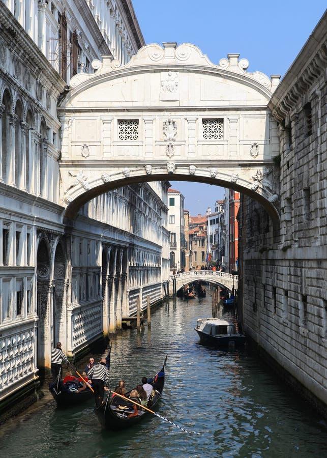 Traditionella gondoler på Venedig arkivbild