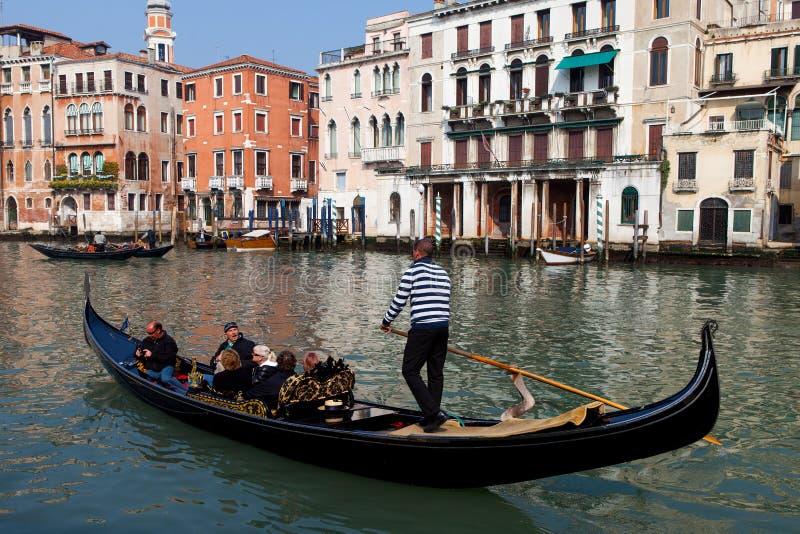 Traditionella gondoler på Venedig arkivfoton