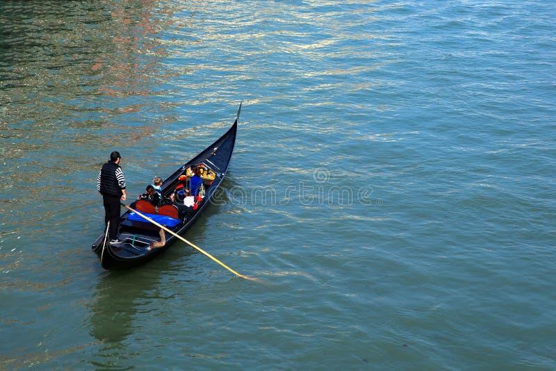 Traditionella gondoler på Venedig arkivbilder