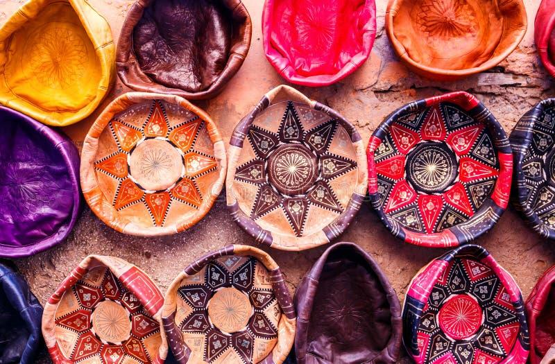 Traditionella handgjorda lädersouvenir fotografering för bildbyråer