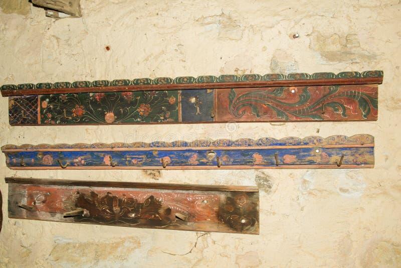 Traditionella hatstands i det Viscri museet arkivfoto