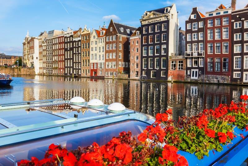 Traditionella holländska byggnader, Amsterdam arkivfoto