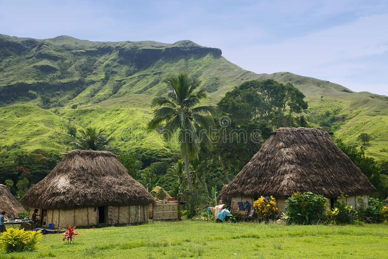 Traditionella hus av den Navala byn, Viti Levu, Fiji royaltyfria foton