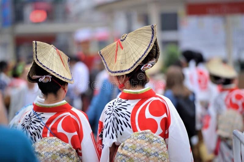 Traditionella japanska hattar i en festival royaltyfri fotografi