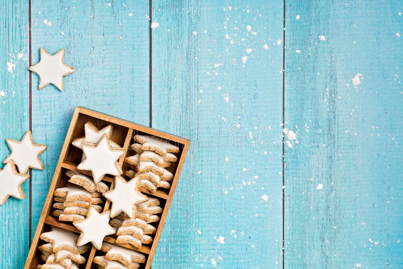 Traditionella kanelbruna stjärnakakor royaltyfria foton