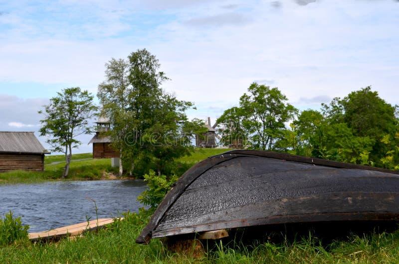Traditionella Karelian fartyg på ön av Kizhi royaltyfri fotografi