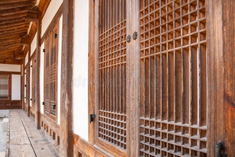 Traditionella koreanska träbyggnader arkivfoton