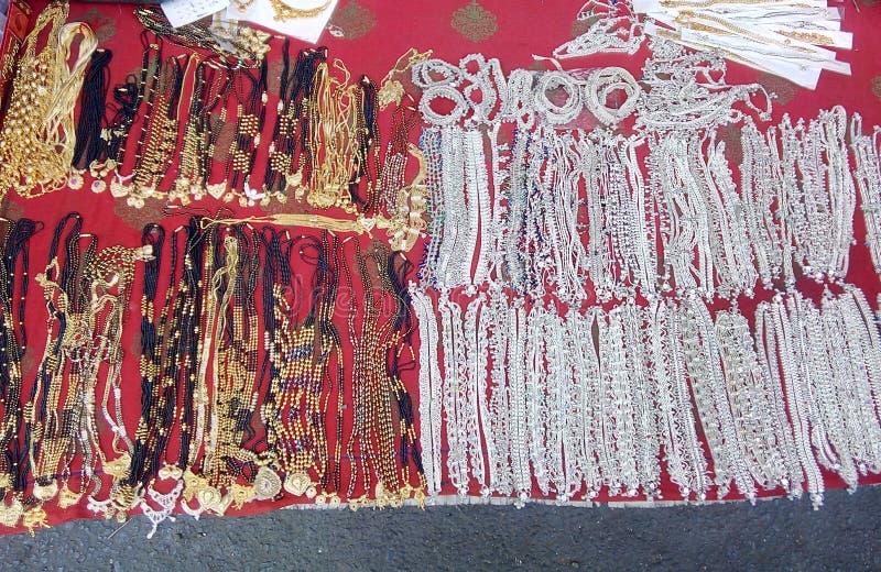 Traditionella & kulturella prydnader av indiska kvinnor royaltyfri bild