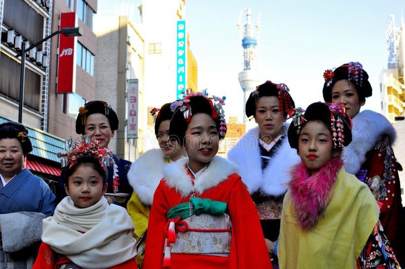 traditionella kvinnor för japansk kimono arkivfoton