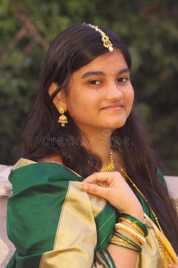 Traditionella Maharashtrian Girl-10 royaltyfria bilder