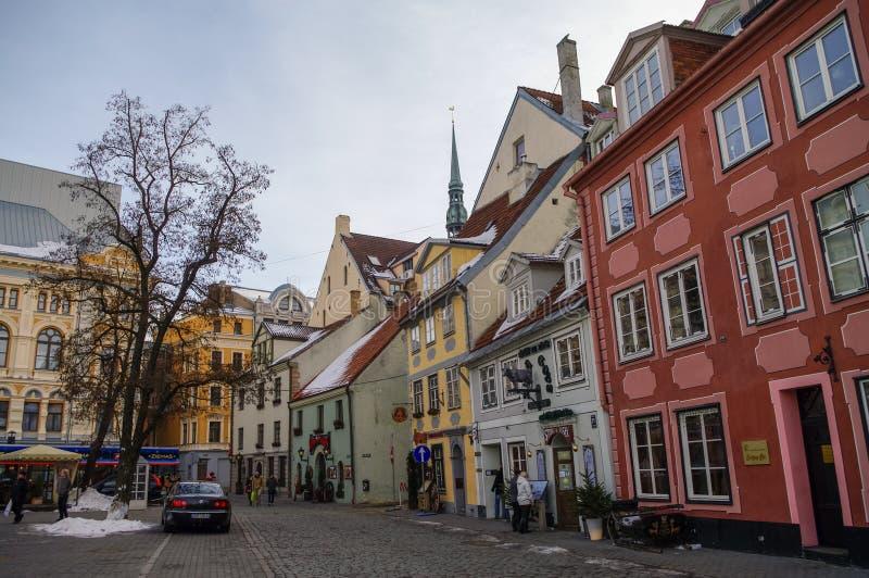 Traditionella medeltida hus i den Livu fyrkanten gammal riga town royaltyfri bild