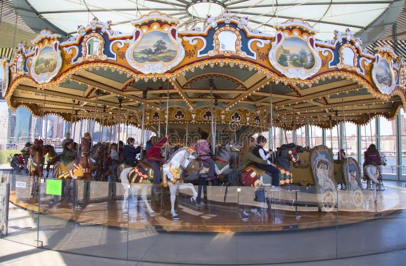 Traditionella nöjesplatsJanes karusell i Brooklyn royaltyfria foton
