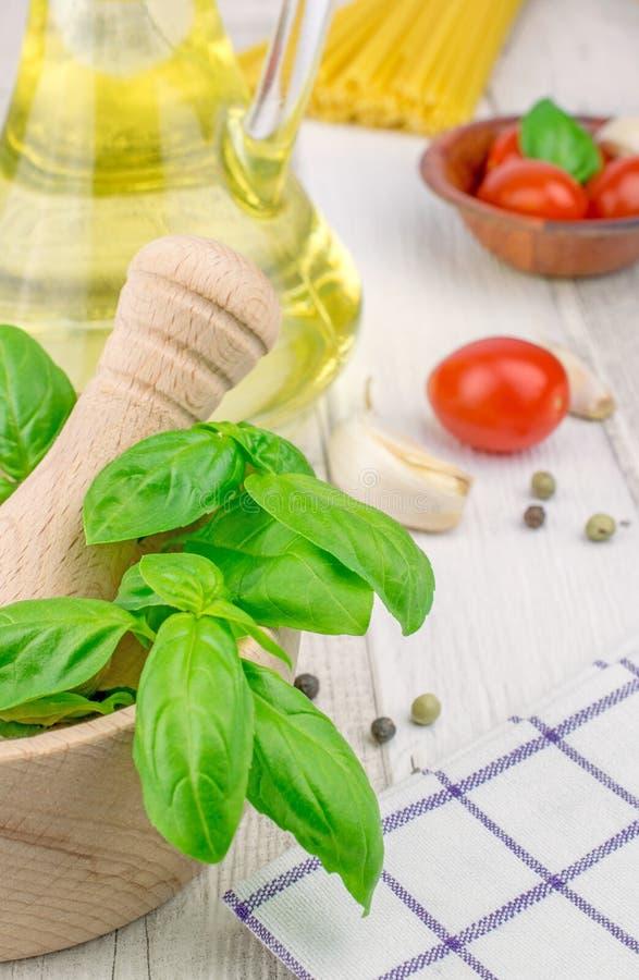 Traditionella nya ingredienser för italiensk kokkonst royaltyfri fotografi