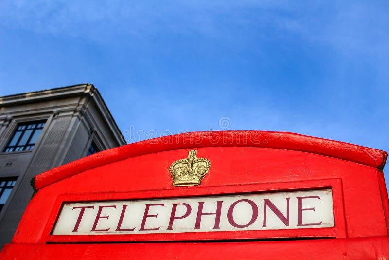 Traditionella röda telefonbås i London arkivfoton