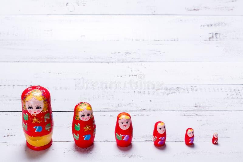Traditionella ryska trädockor kallade Matryoshka arkivbild