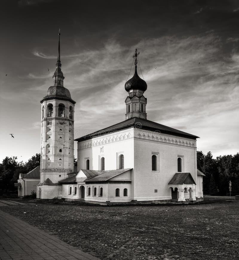 Traditionella rysskyrkor i bygd arkivbild