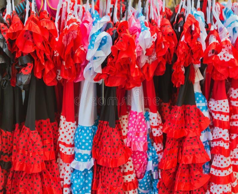 Traditionella spanjorklänningar för flamenco royaltyfria bilder