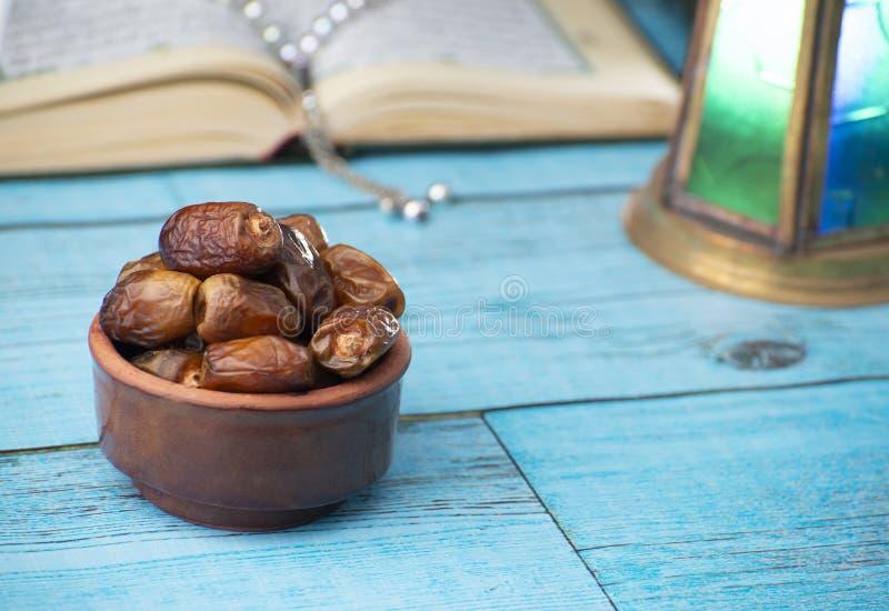 Traditionella symbolsobjekt av Ramadan Holy Month fotografering för bildbyråer