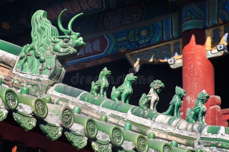 Traditionella takförmyndare på Lama Temple, Peking fotografering för bildbyråer