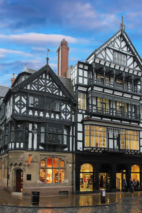 Traditionella Tudor byggnader. Chester. England fotografering för bildbyråer