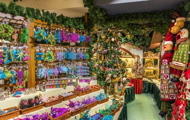 Traditionella tyska leksaker shoppar in arkivbild
