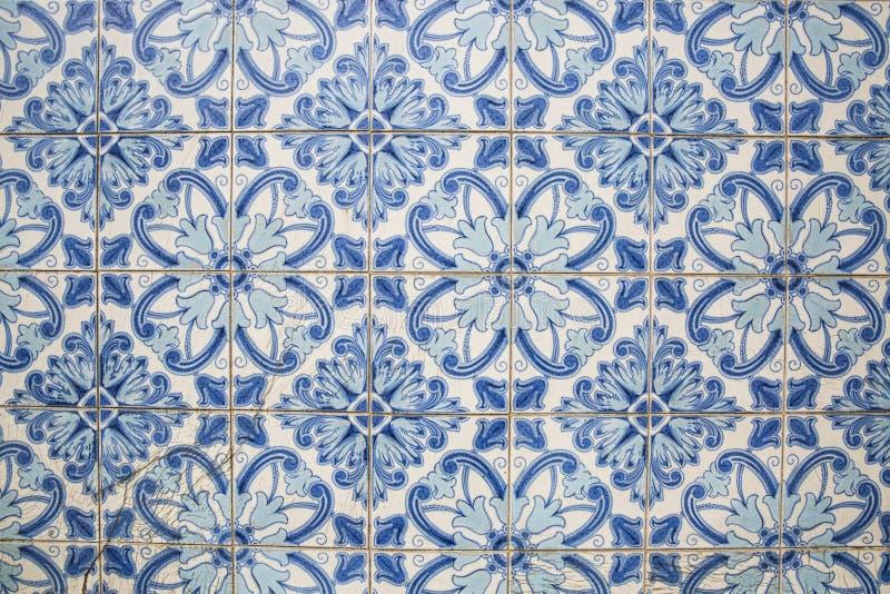 Traditionella utsmyckade portugisiska dekorativa tegelplattor royaltyfri bild