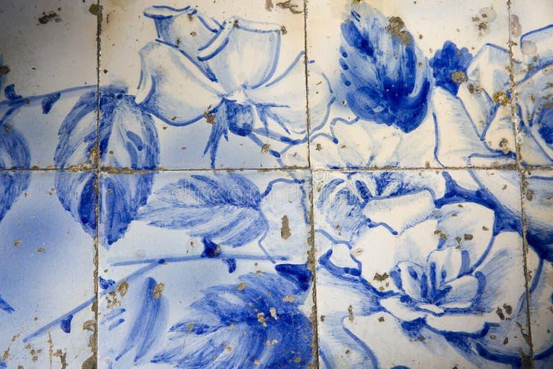 Traditionella utsmyckade portugisiska dekorativa tegelplattor royaltyfri fotografi