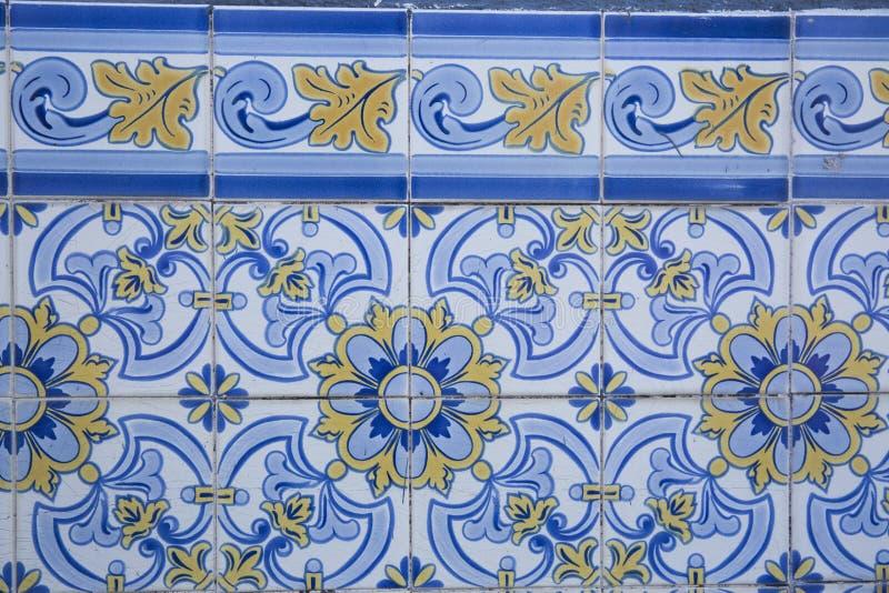 Traditionella utsmyckade portugisiska dekorativa tegelplattor fotografering för bildbyråer