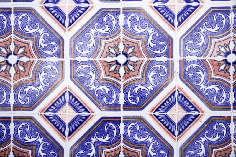 Traditionella utsmyckade portugisiska dekorativa tegelplattor arkivfoton