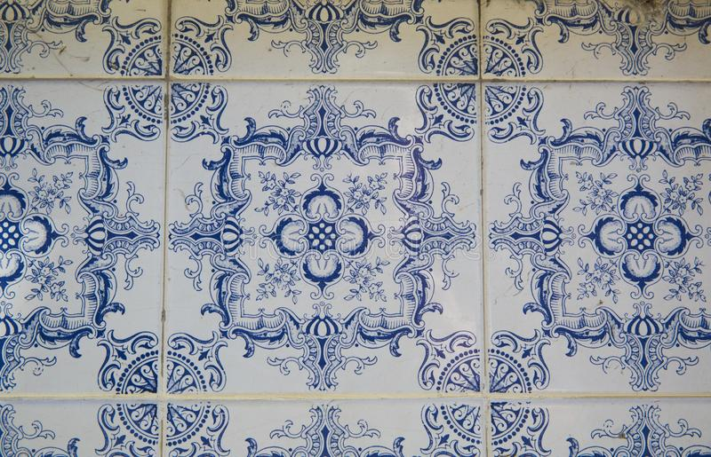 Traditionella utsmyckade portugisiska dekorativa tegelplattor royaltyfria foton