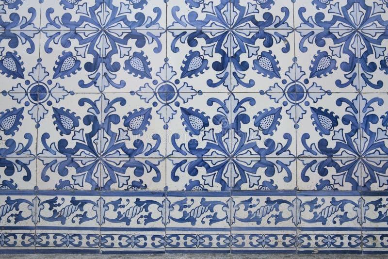 Traditionella utsmyckade portugisiska dekorativa tegelplattor arkivbilder