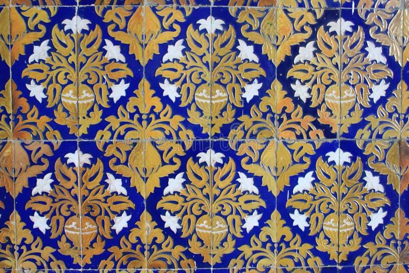 Traditionella utsmyckade tegelplattor royaltyfria bilder