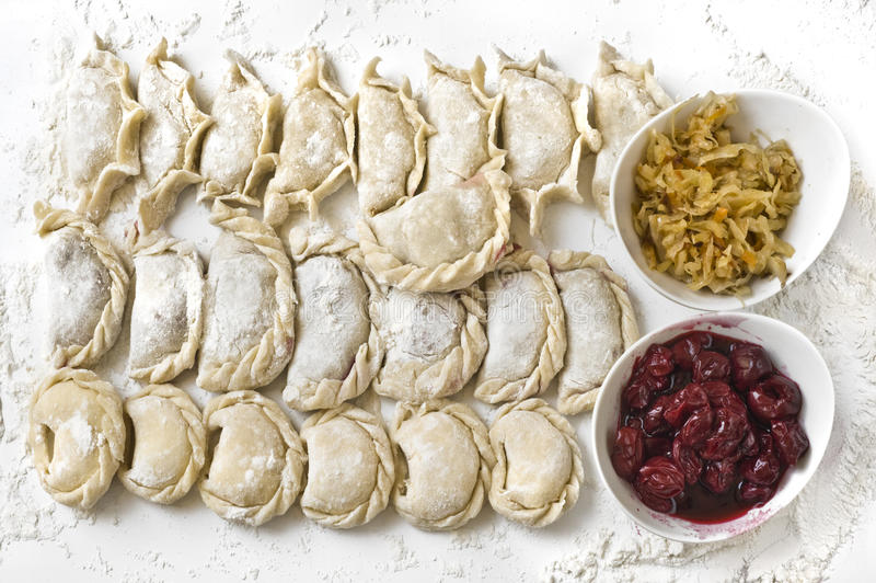 traditionella vareniks för matställeryss arkivfoto
