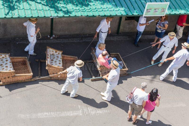 Traditionelle abschüssige Schlittenreise in Madeira, Portugal stockbild