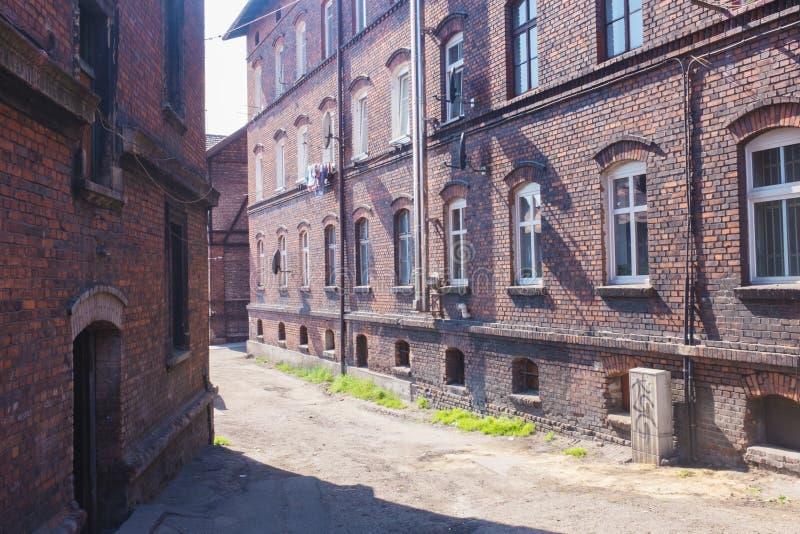 Traditionelle alte Backsteinhäuser in Zabrze stockfotos