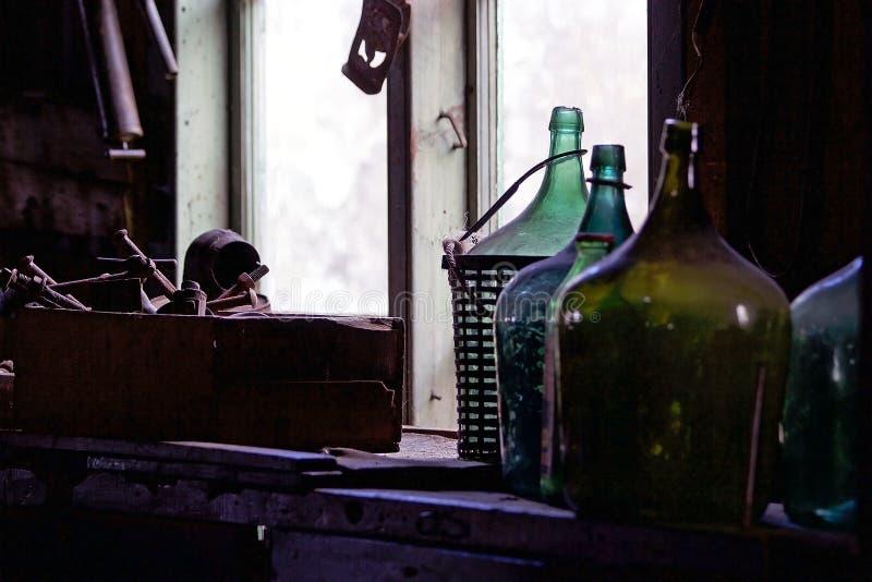 Traditionelle alte Korbflaschen im Patagonia, Argentinien stockfotografie