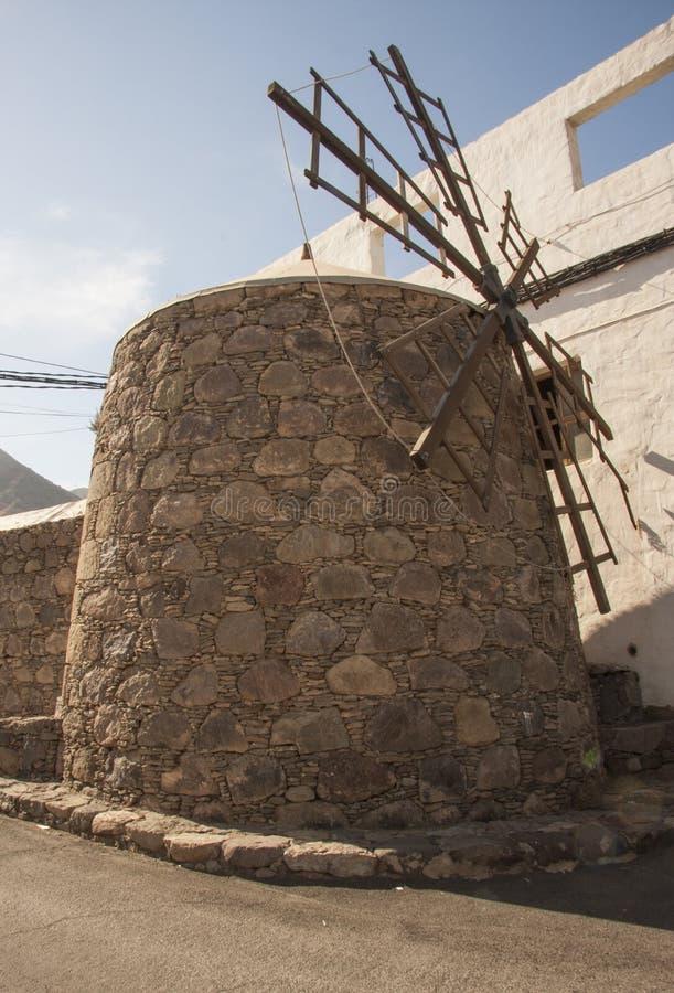 Traditionelle alte Windmühle in Kanarischer Insel Gran, Spanien lizenzfreies stockbild
