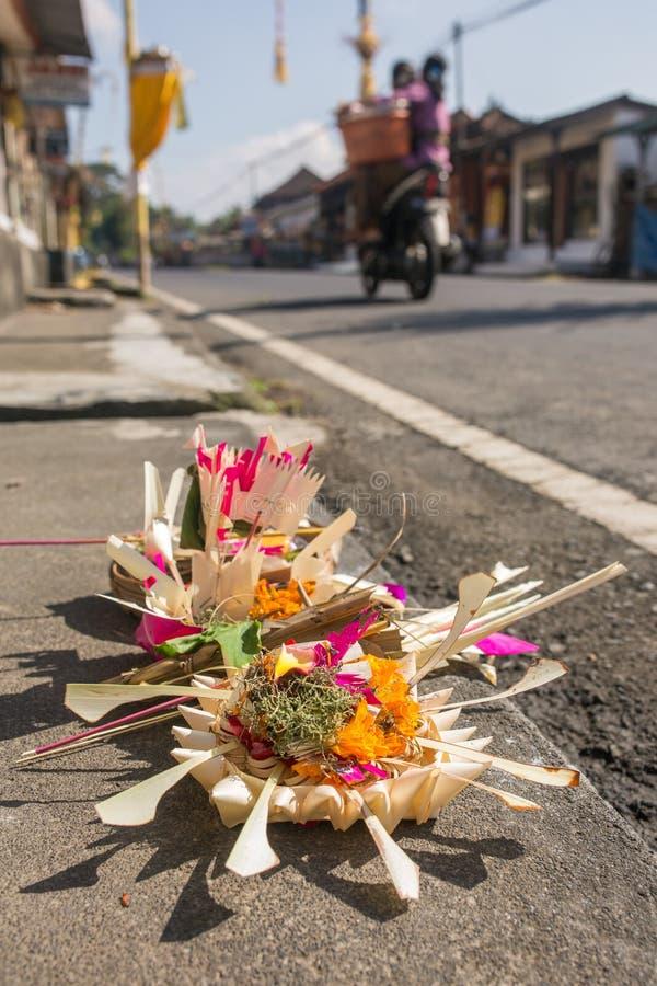 Traditionelle Angebote zu den Göttern in Bali lizenzfreies stockfoto