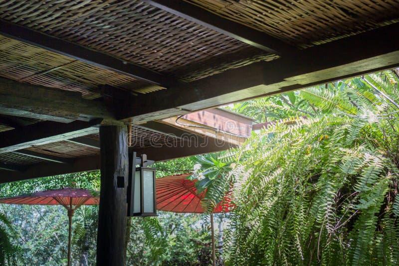 Traditionelle Architektur des Bambusdachs stockfotografie