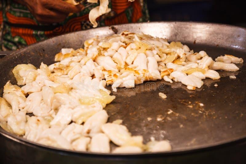 Traditionelle asiatische thailändische Straßennahrung und Schnellimbiß, köstliche heiße Wanne brieten nidamental Drüsen von Kopff lizenzfreies stockfoto
