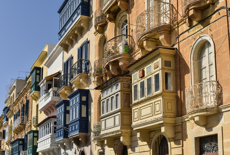 Traditionelle Balkone in Valletta Malta lizenzfreies stockbild